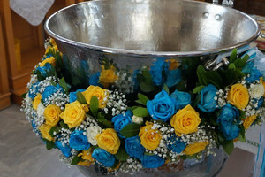 Декорирование цветами помещения крестин